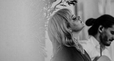 Carolina Deslandes - não é um disco de canções felizes